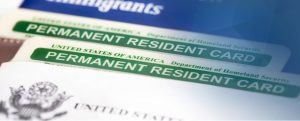 Servicio de Inmigración Nosotros Visas Visas Servicios de Inmigración tarjeta verde bufete de abogados 300x121 us visas Servicios de Inmigración de Visas de los Estados Unidos green card law firm 300x121